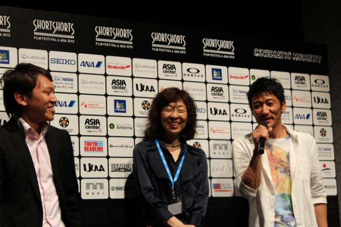 Yuki Saito監督(左)、キャストの竹内晶子さん(中央)、幸将司さん